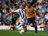 Gareth McAuley and Orlando Sa