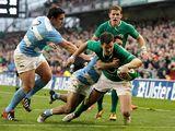 Ireland's Jonathan Sexton skips past Argentina's Eusebio Guinazu and Martin Landajo to score a try on November 24, 2012