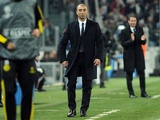 Chelsea boss Roberto Di Matteo trawls the touchline against Juventus on November 20, 2012