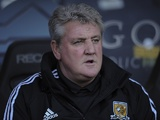 Hull boss Steve Bruce watches on against Huddersfield on December 15, 2012