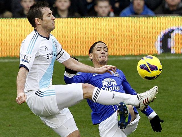 Steven Pienaar and Frank Lampard battle for the ball on December 30, 2012