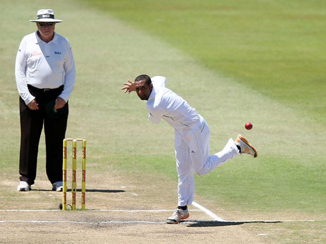 South Africa's Robin Peterson bowls during their test match against India on December 30, 2013