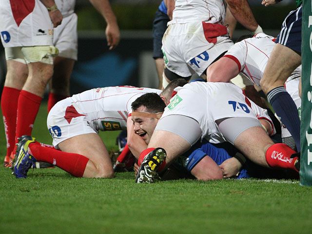Leinster's Cian Healy scores a try against Scarlets on January 12, 2013