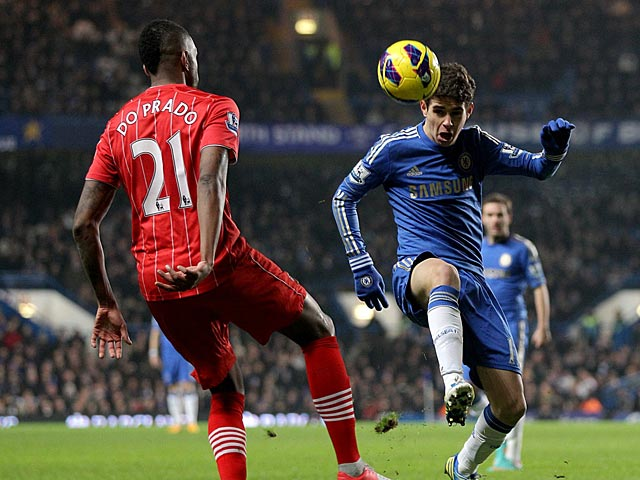 Guly Do Prado and Emboaba Oscar battle for the ball on January 16, 2013