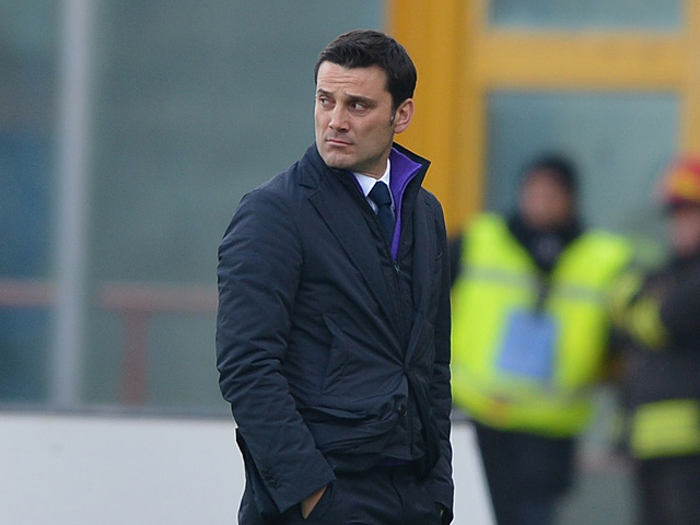 Fiorentina coach Vincenzo Montella on the touchline during the match against Catania on January 27, 2013