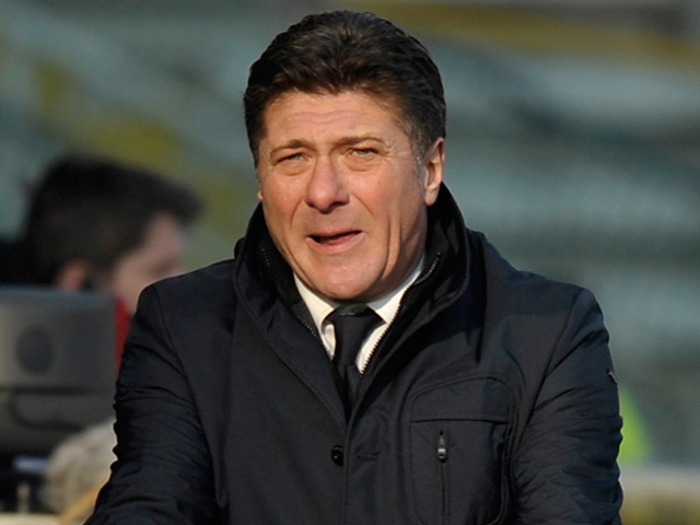 Napoli coach Walter Mazzarri react during the match against Parma on January 27, 2013