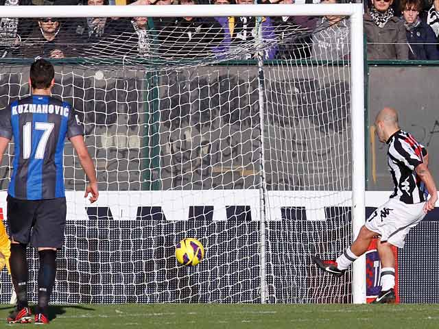 Siena's Alessandro Rosina converts a penalty to score his team's third against Inter on February 3, 2013