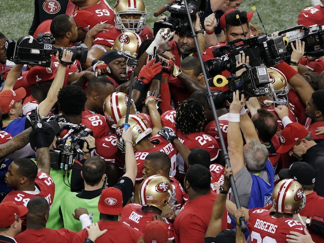 49ers players huddle before Superbowl 47 on February 3, 2013