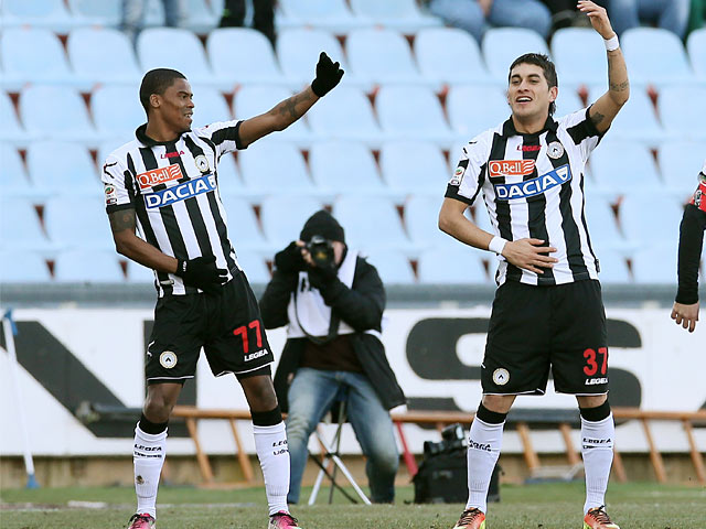 Udinese's Reginaldo Maicosuel celebrates with goalscorer Roberto Pereyra during the match against Torino on February 10, 2013
