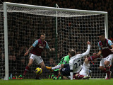 Tottenham Hotspur's Gylfi Sigurdsson scores his side's second goal against West Ham United on February 25, 2013
