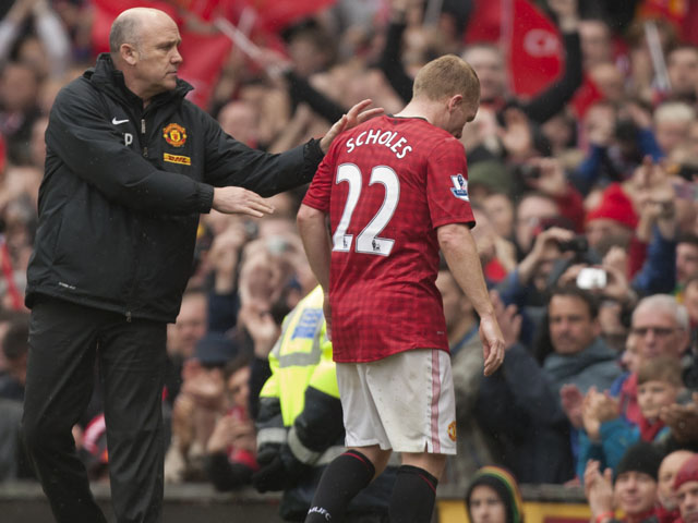 Paul Scholes leaves the Old Trafford pitch for the last time before retiring on May 12, 2013