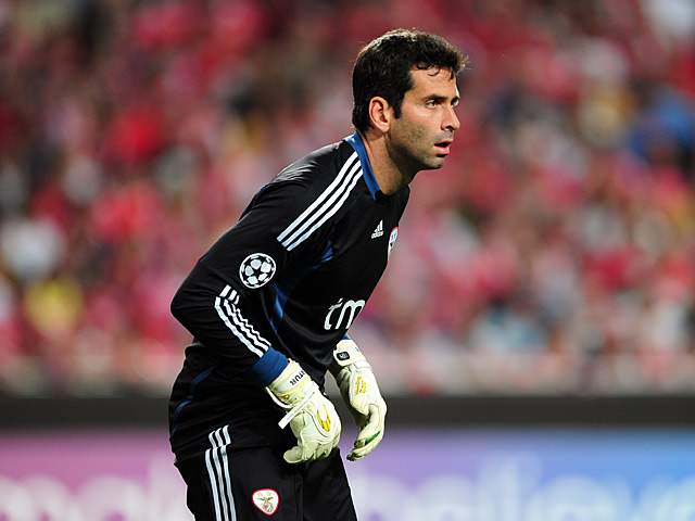 Benfica goalkeeper Artur in action on March 27, 2012