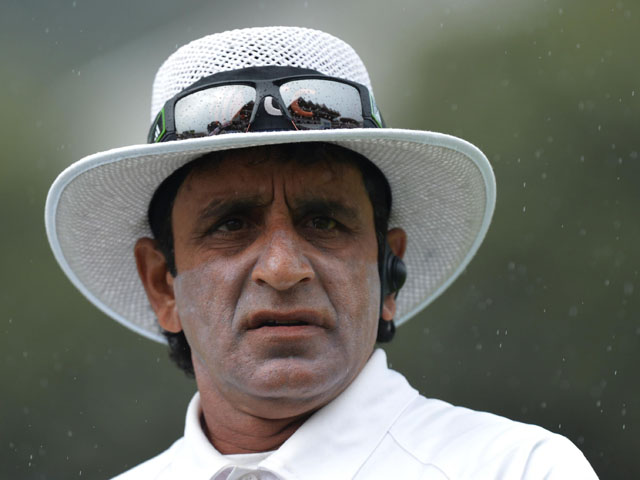 Umpire Asad Rauf looks-on as rain falls during day four of the Second Test match between New Zealand and England on March 17, 2013