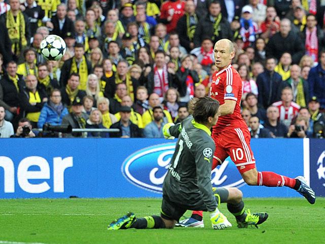 Bayern Munich's Arjen Robben has a shot deflected by Borussia Dortmund goalkeeper Roman Weidenfeller during the Champions League final on May 25, 2013