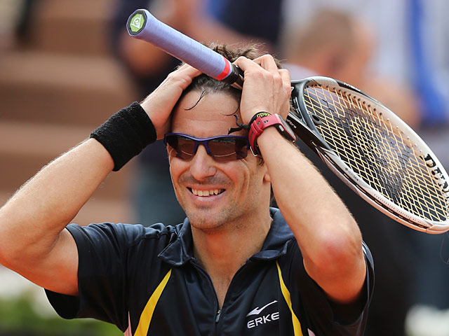 Tommy Robredo celebrates after defeating Nicolas Almagro during their fourth round match of the French Open on June 2, 2013