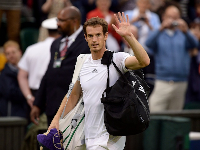 Andy Murray waves to the crowd after beating Tommy Robredo on June 28, 2013
