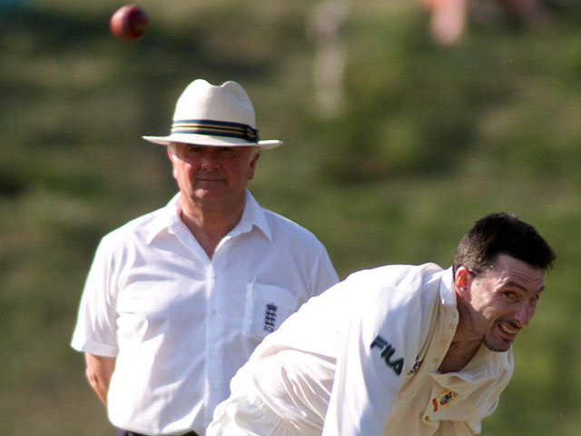 Australia's bowler Damian Fleming in action against MCC during the tourist match at Arundel on June 25, 2001
