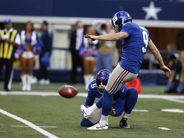 Giants' Lawrence Tynes in action on October 28, 2012
