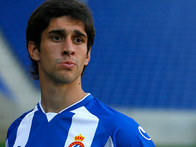 Espanyol's new signing Juan Forlin is unveiled for the first time in front of the media on August 27, 2009