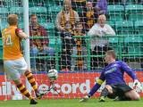 Motherwell's Henri Anier scores the winner against Hibernian on August 4, 2013