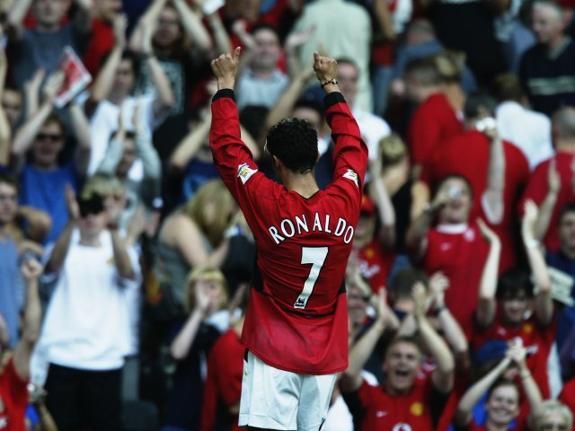 Cristiano Ronaldo applauds the Manchester United crowd after his debut.