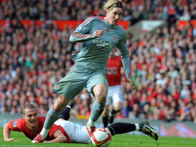 Fernando Torres beats Nemanja Vidic on his way to scoring for Liverpool.