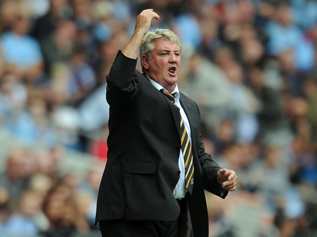 Hull City manager Steve Bruce gestures from the touchline during the Barclays Premier League match between Manchester City and Hull City at the Etihad Stadium on August 31, 2013