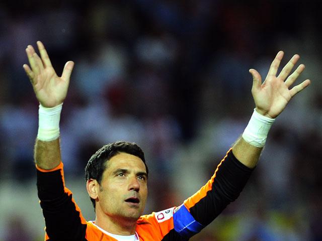 Sevilla's goalkeeper Andres Palop aknowledges applause after the Spanish league football match Sevilla FC Valencia at the Ramon Sanchez Pizjuan stadium in Sevilla, on June 1, 2013