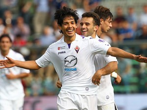 Fiorentina 's Fernandez Ariel Matias celebrates after scoring the opening goal against Atalanta during their Serie A match on September 22, 2013