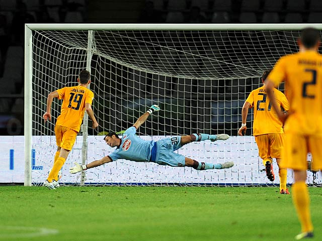 Hellas Verona's Jorge Luiz Frello scores his team's second goal against Torino during their Serie A match on September 25, 2013