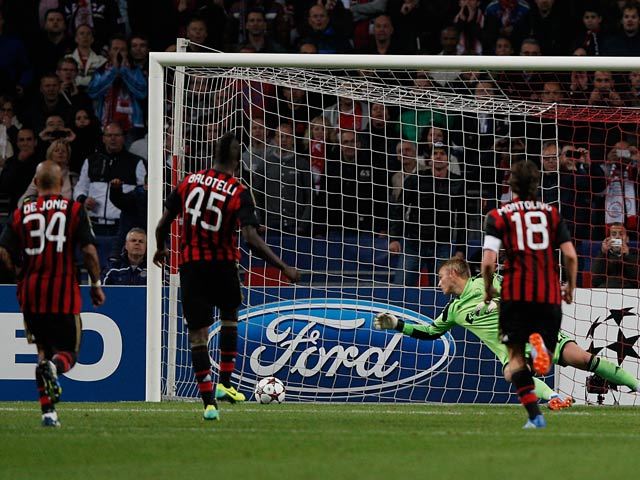 Milan's Mario Balotelli scores the equaliser from the penalty spot against Ajax during their Champions League group match on October 1, 2013