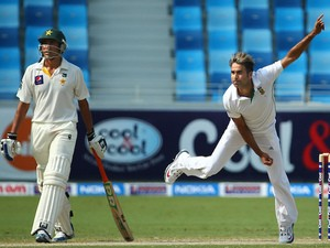 Pakistani batsman Younis Khan looks on as South African Imran Tahir bowls during the third day of the second Test cricket match between Pakistan and South Africa in Dubai on October 25, 2013