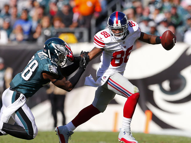 Wide receiver Hakeem Nicks #88 of the New York Giants pushes off safety Earl Wolff #28 of the Philadelphia Eagles after making a catch during the second quarter of a game at Lincoln Financial Field on October 27, 2013
