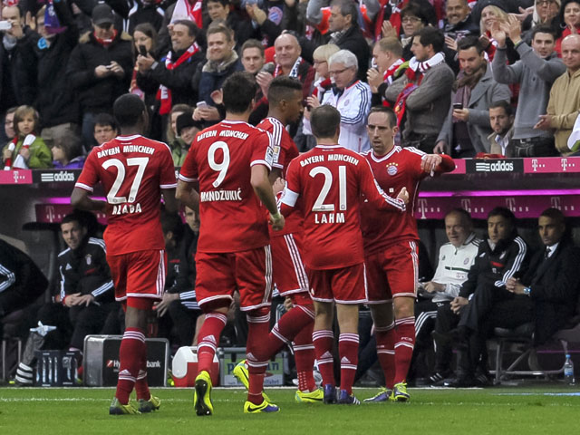 Bayern Munich's French midfielder Franck Ribery celebrates his goal with teammates during during German first division Bundesliga football match FC Bayern Munich vs FC Augsburg in the southern German city of Munich on November 9, 2013