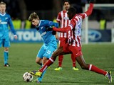 Zenit Saint-Petersburg's Andrey Arshavin vies with Atletico Madrid's Miranda during their UEFA Champions League group G match in Saint-Petersburg on November 26, 2013