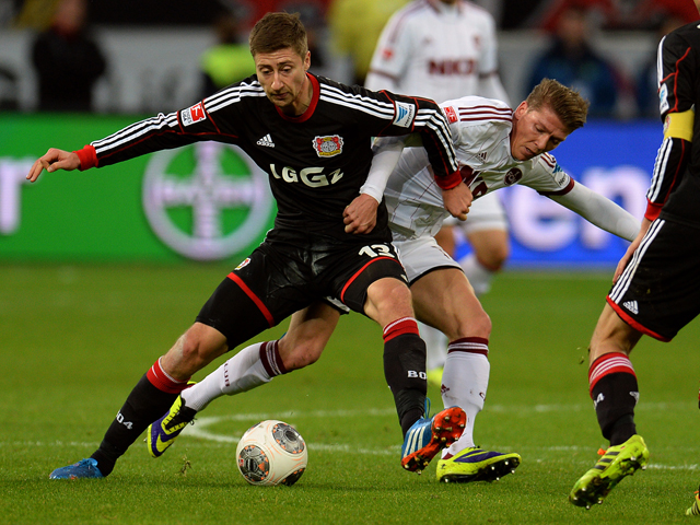 Leverkusen's midfielder Jens Hegeler and Nuremberg's midfielder Mike Frantz vie for the ball during the German first division Bundesliga football match Bayer Leverkusen vs 1 FC Nuernberg in Leverkusen on November 30, 2013