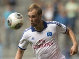 Hamburg's striker Maximilian Beister controls the ball during the pre-season friendly football match Hamburg HSV vs Inter Milan on July 27, 2013