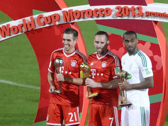 Bayern Munich's German defender Philipp Lahm, French midfielder Frank Ribery and Raja Casablana's Moroccan striker Mouhssine Iajour pose following the 2013 FIFA Club World Cup in the Moroccan city of Marrakesh, on December 21, 2013