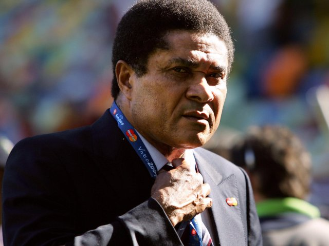 Eusebio attends a Portugal match at Euro 2004 on June 20, 2004.