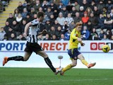 Jack Colback of Sunderland shoots and scores his team's third goal as Michael Williamson of Newcastle closes in during the Barclays Premier League match between Newcastle United and Sunderland at St James' Park on February 1, 2014