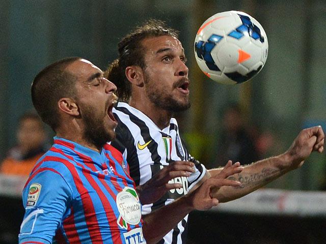 Juventus' Pablo Osvaldo and Catania's Sergio Bernardo Almiron in action during the Serie A match on March 23, 3014