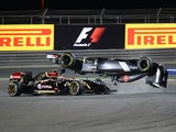 Sauber driver Esteban Gutierrez of Mexico crashes ahead of Lotus driver Pastor Maldonado of Venezuela during the Formula One Bahrain Grand Prix at Sakhir circuit in Manama on April 6, 2014