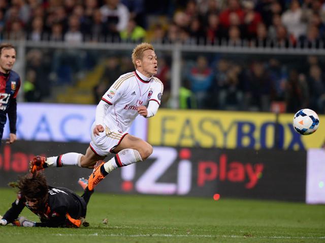 Keisuke Honda of AC Milan #10 scores the second goal during the Serie A match between Genoa CFC v AC Milan at Stadio Luigi Ferraris on April 7, 2014