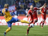 Braunschweig's midfielder Jan Hochscheidt and Bayern Munich's Dutch midfielder Arjen Robben vie for the ball during the German first division Bundesliga football match Eintracht Braunschweig vs FC Bayern Munich in Braunschweig, central Germany, on April 1