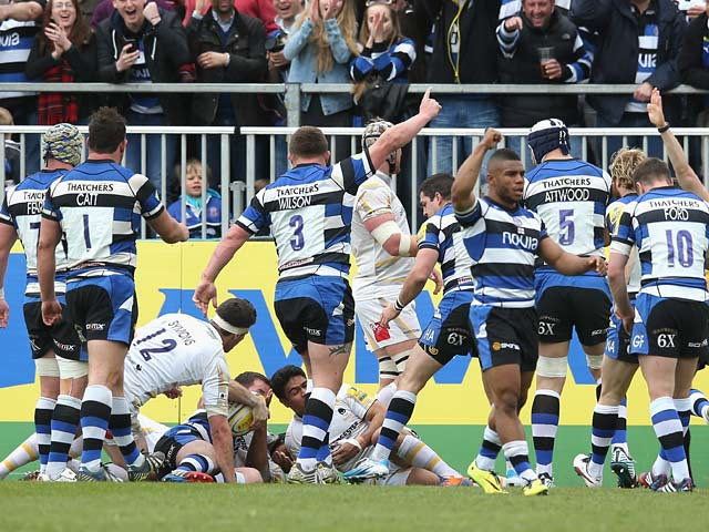 Bath players celebrates after Micky Youngs scores a try against Worcester during the Aviva Premiership match on April 19, 2014