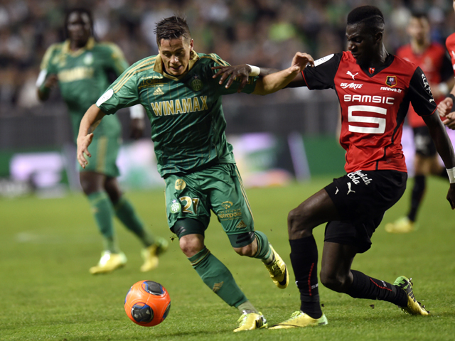 Saint-Etienne's French midfielder Romain Hamouma challenges Rennes' Tiemoue Bakayoko during the French L1 football match between Saint-Etienne and Rennes at the Geoffroy Guichard stadium in Saint-Etienne, central France, on April 18, 2014