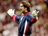 Former Arsenal goalkeeper David Seaman in action for England against Bulgaria on October 10, 1998.