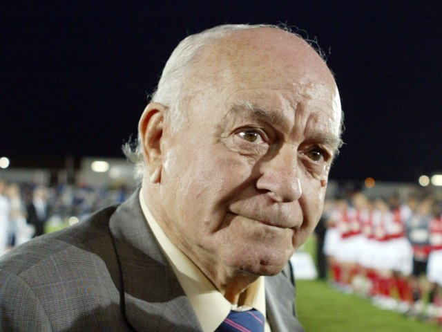 Alfredo di Stefano attends a Real Madrid friendly on May 09, 2006.