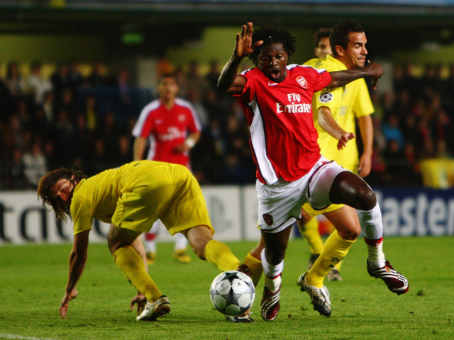 Emmanuel Adebayor of Arsenal has an attempt on goal during the UEFA Champions League quarter-final first leg match between Villarreal and Arsenal at the Madrigal Stadium on April 7, 2009