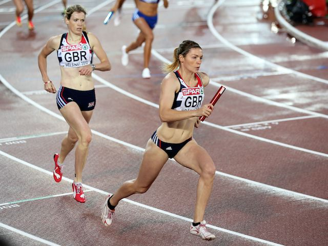 Kelly Massey takes the baton during the women's 4x400m semi in Helsinki on June 30, 2012